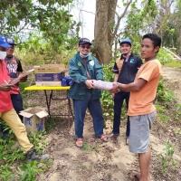 Yang Berhormat Adun Paloh Bersama Pihak Roadcare Wilayah Kelantan Menyampaikan Sumbangan Di Kampung Miok Gua Musang